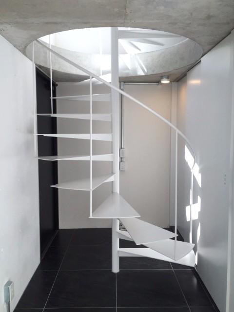 세타가야 쿠에 3층 구조의 초소형 스튜디오(원룸)이 주는 ...