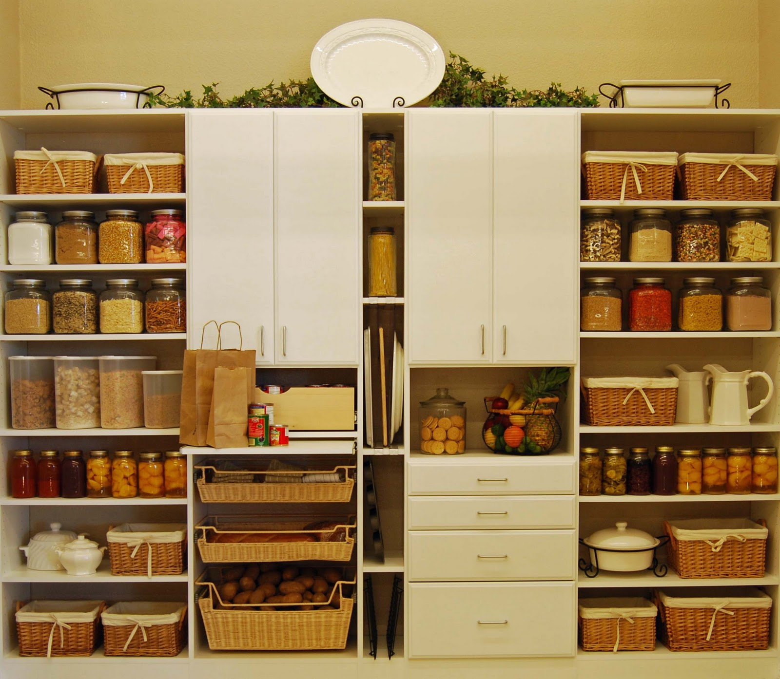 pantry-room-simple-and-functional-design