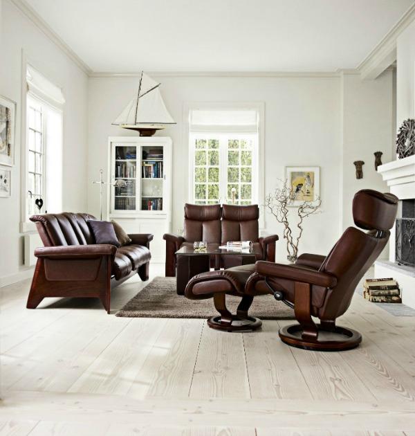 scandinavian-design-light-flooring-and-ekornes-stressless-chair-1