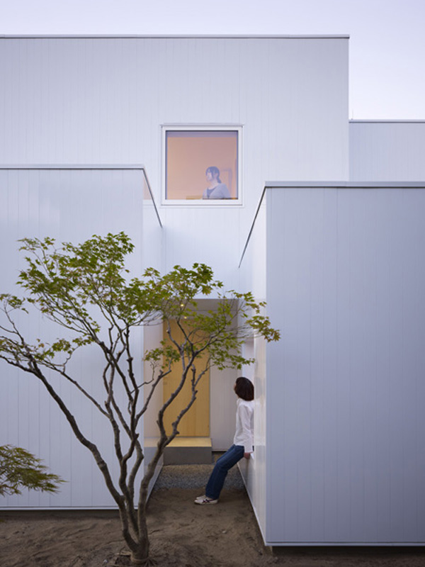 module-shape-container-house-akita-japan-3
