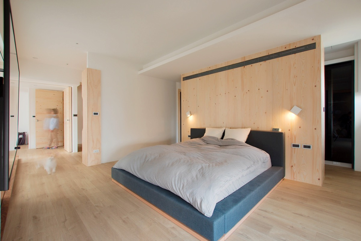 natural-wood-bedroom