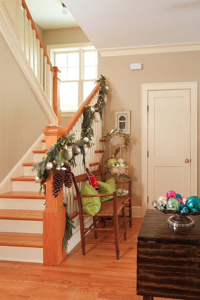 simple-staircase-christmas-garland-for-the-farmhouse-style-home