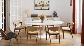 comedor-con-mesa-circular-blanca-sillas-tapizadas-crudas-con-estructura-de-madera-aparador-de-madera_64f90f96_1500x930